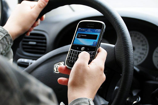 texting-while-driving-photo-0001