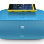 700-jbl-powerup-wireless-charging-speaker-for-nokia-with-nokia-lumia-920-580x372