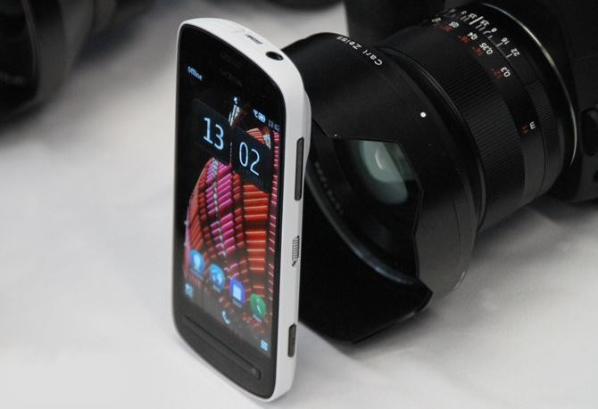 PureView 808
