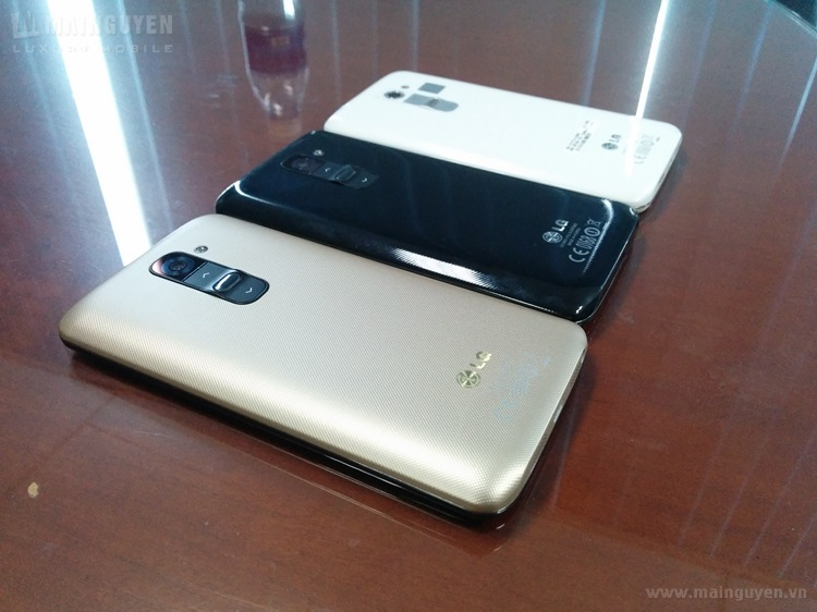 Here-are-the-first-live-pics-of-LG-G2-gold-edition (1)