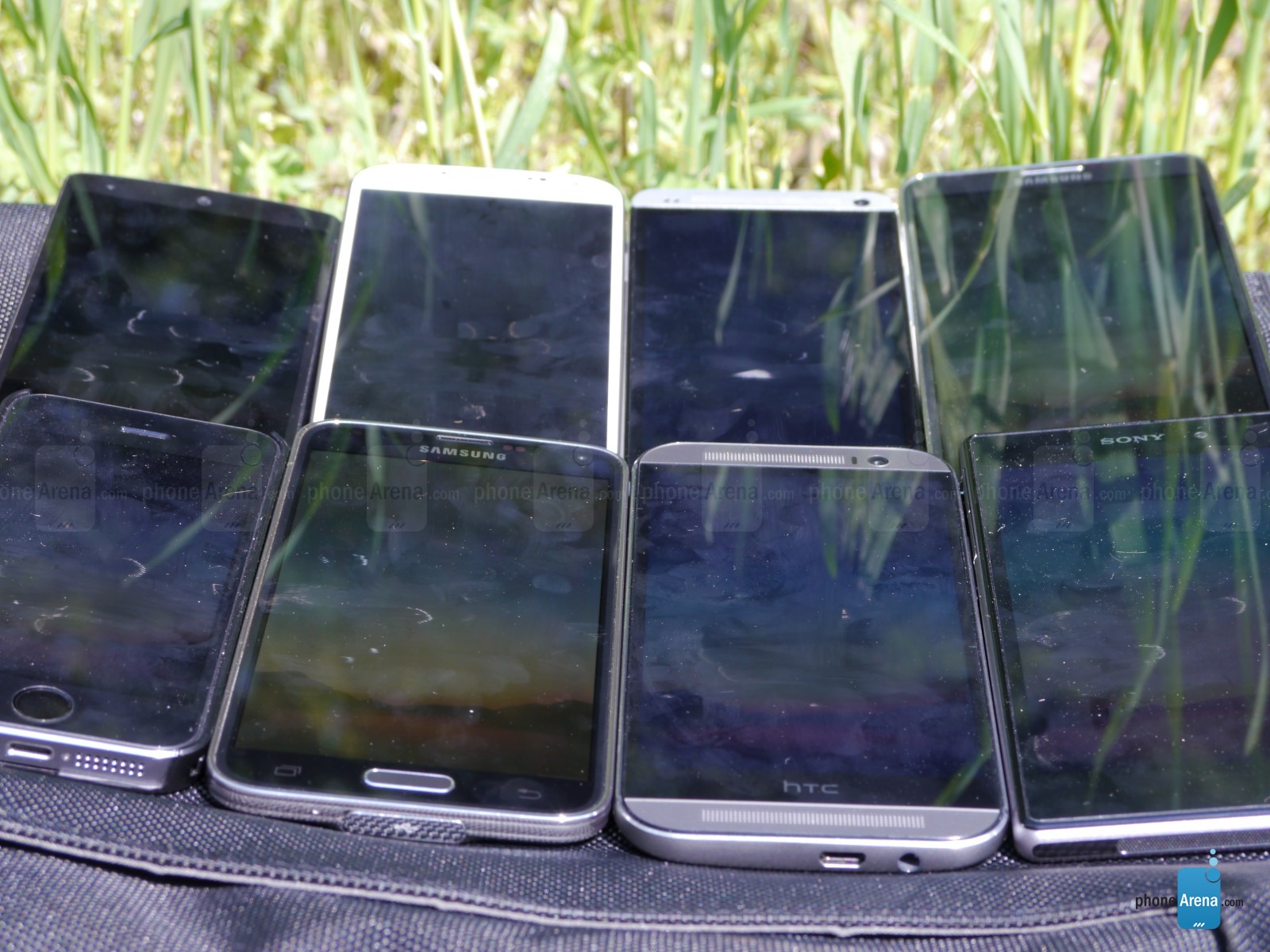 Display-outdoor-visibility-for-top-smartphones (1)