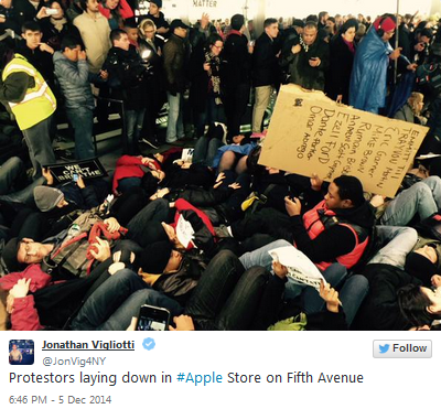 Protestors-stage-die-in-at-Apples-flagship-Fifth-Avenue-store (1)