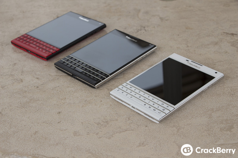 White-and-Limited-Edition-red-BlackBerry-Passport (11)
