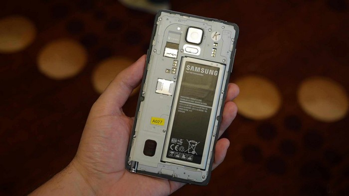 samsung-galaxy-note-4-battery-sd-card-aa-1