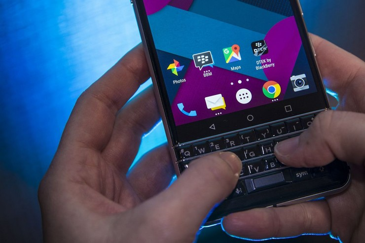 ces-2017-blackberry-mercury-7690