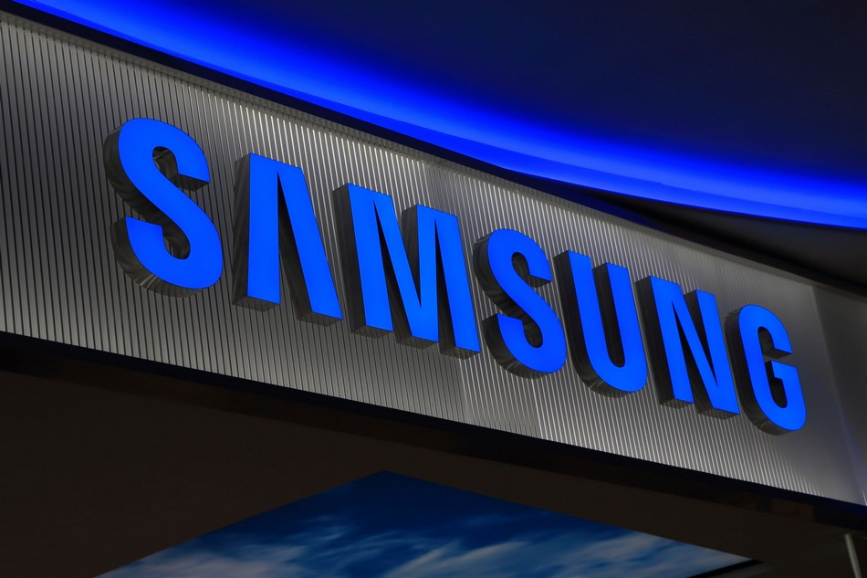 34704708 - melbourne australia - december 13, 2014: samsung korean electronics