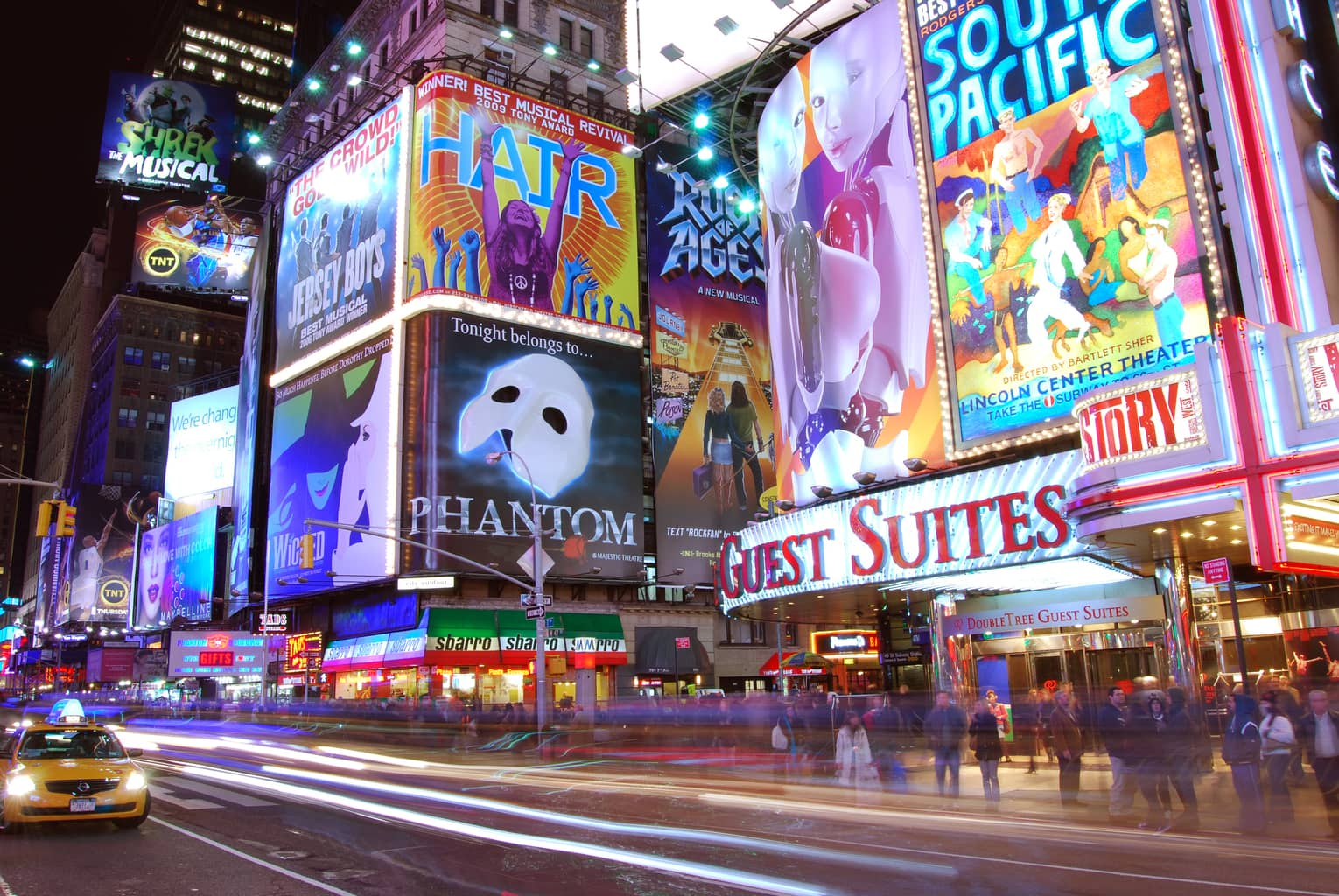 Times_Square_Wikimedia-Commons